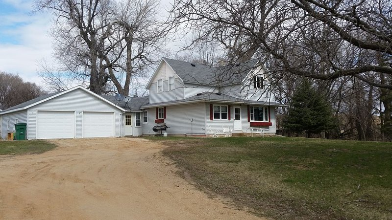 Year-round rental house across from the entrance to Big Stone Lake State Park, vacation rental in Ortonville