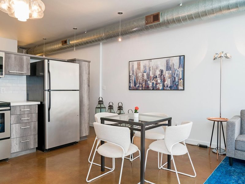 SAN DIEGO GASLAMP -DESIGNER CONDO - DOWNTOWN, vacation rental in San Diego
