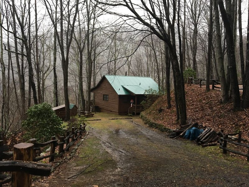 Treetop is a private and tranquil cabin retreat minutes from Cataloochee, location de vacances à Maggie Valley