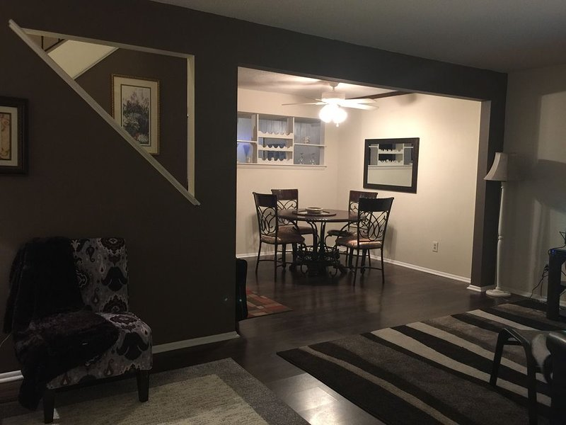 Spacious Town home Located 20 Minutes from the Virginia Beach Ocean Front., alquiler de vacaciones en Portsmouth