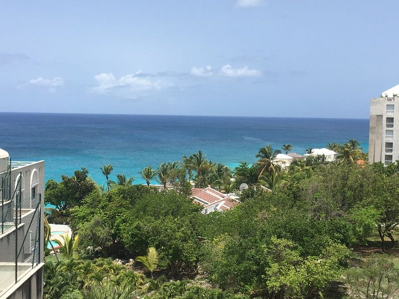 Panoramic Views!  Ready to be your best vacation ever!, location de vacances à Cupecoy Bay