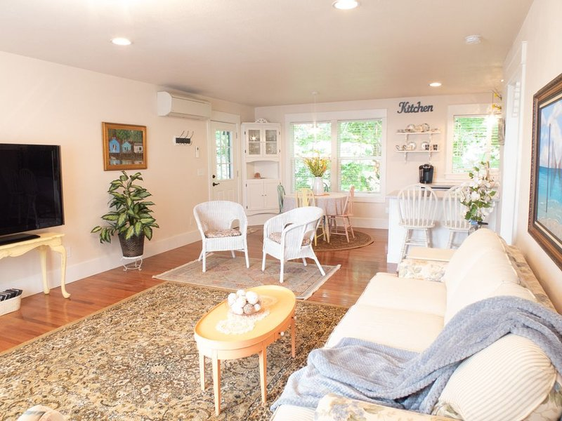 New High End Guesthouse in Warm Beach, Stanwood, WA., location de vacances à Lakewood  Snohomish County