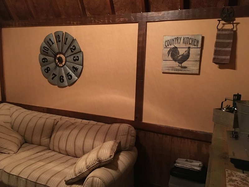 Rustic Country Cabin on a Working Ranch, vacation rental in Sharpes
