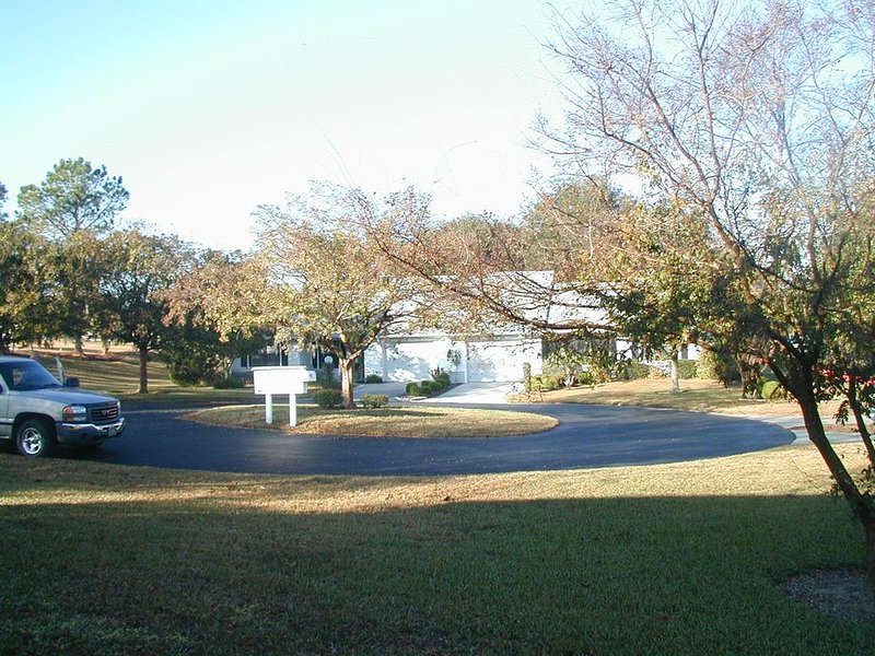 Neat Golf Course Home, holiday rental in Hernando
