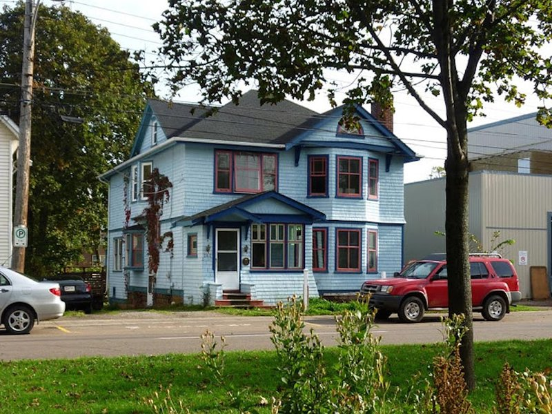 Cozy Downtown Apartment in Historic Home, holiday rental in Cornwall