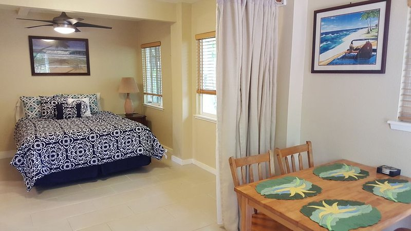 Awesome private studio w/AC one block to Sunset Beach, holiday rental in Haleiwa