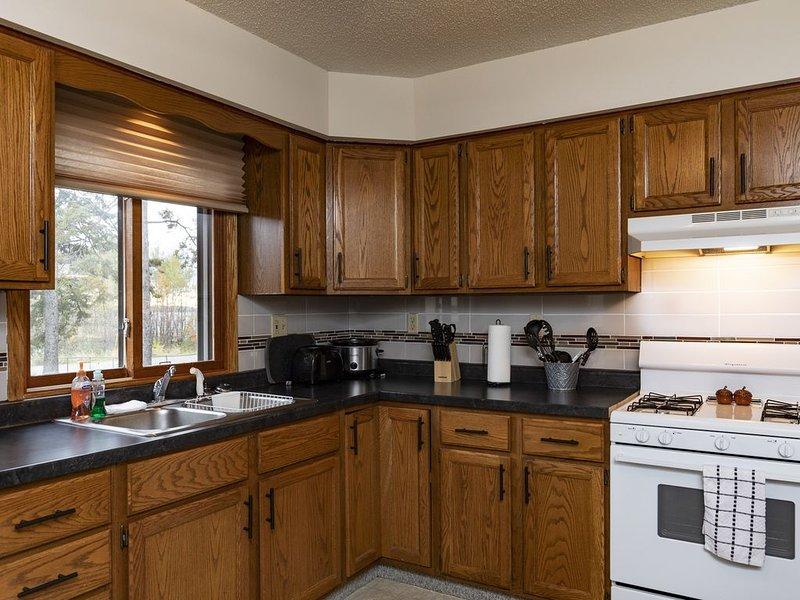 Updated two bedroom home with views of Lake Gogebic., alquiler vacacional en Bergland
