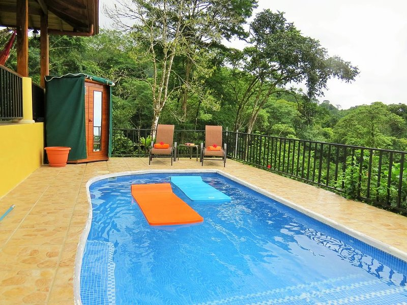 Ideal honeymoon location! Tucked away, quick access to beaches, and restaurants., holiday rental in Ojochal