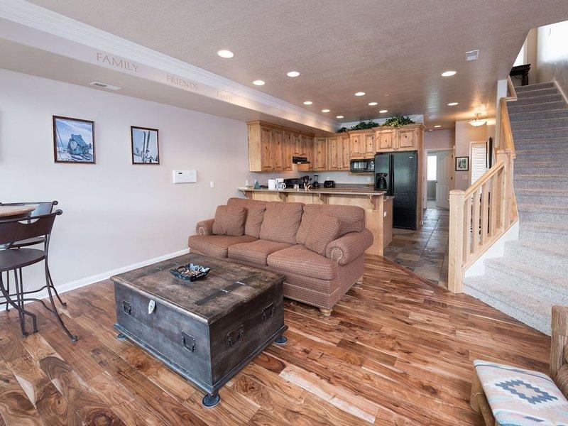 1 Bedroom Vacation Condo - Huntsville, Utah Lodging near Snowbasin Resort LS52A, holiday rental in Huntsville