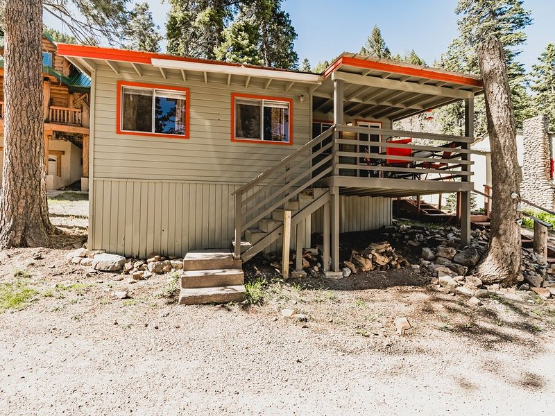 Pine Squirrel is a cute one bedroom cabin!