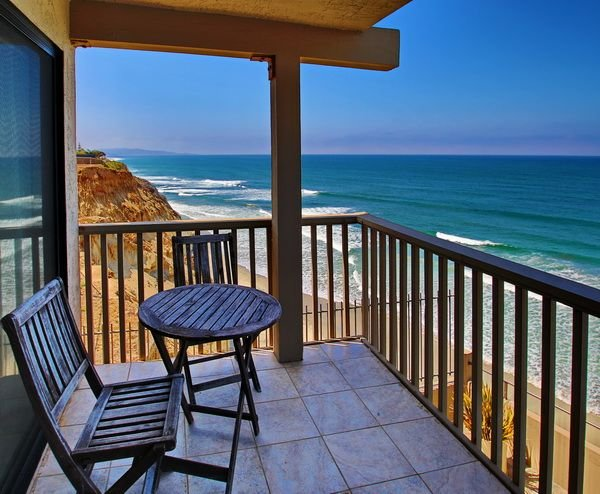 Beautiful  RARE 3 bedroom OCEANFRONT condo!, vacation rental in Solana Beach