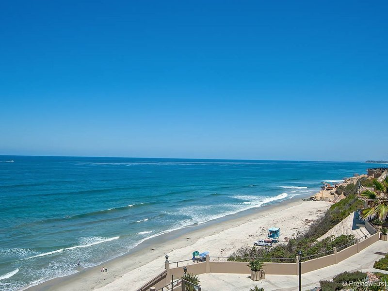 Remodeled, upgraded 3 bedroom, 2.5 bath in OCEANFRONT Del Mar Beach Club!, vacation rental in Solana Beach