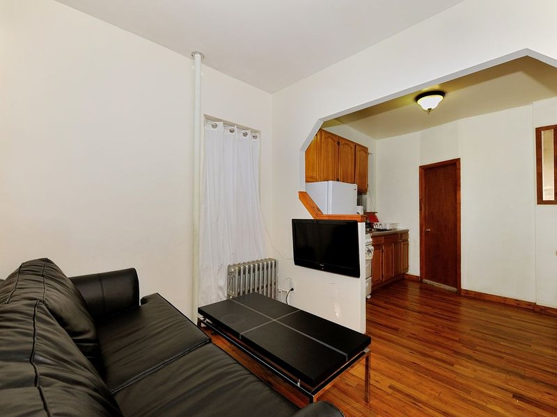 Upper East Side 2 Bedrooms Apartment, holiday rental in Long Island City