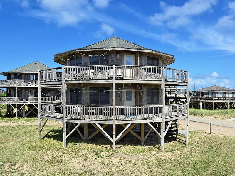 Beach Break Cottage- Excellent Ocean Views- Steps to Beach- Community Pool, holiday rental in Buxton