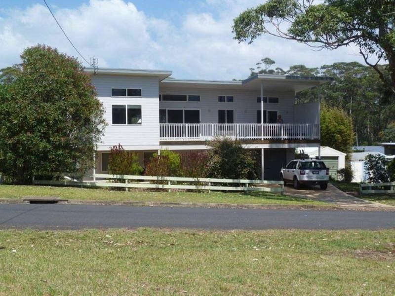 'Andagen' a spacious  holiday  across from Washerwomans beach reserve, holiday rental in Bendalong