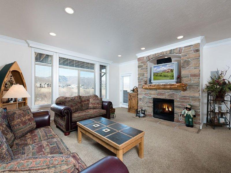 A Lakeside Mountain Condo - 3 Bedrooms near Pineview Reservoir LS28, location de vacances à Huntsville