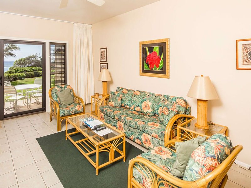 Suite Life Steps from Surf! Kitchen Ease, Lanai, WiFi, Ceiling Fans–Kaha Lani 12, holiday rental in Lihue