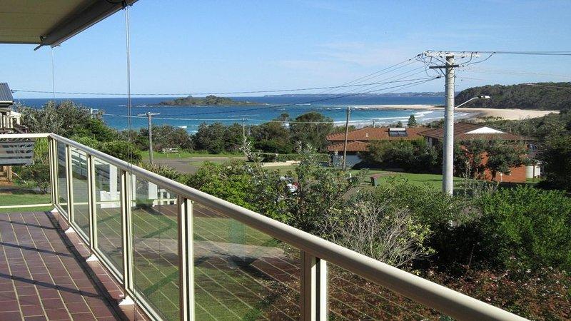 Banyandah has  Manyana Beach and Green Island views, holiday rental in Lake Conjola