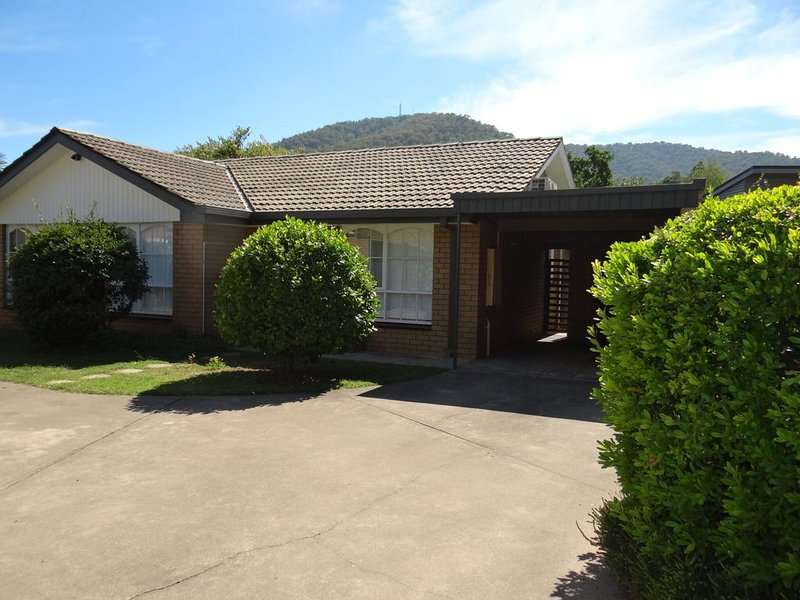 Sit back and relax in this newly renovated 2 bedroom unit only a short..., vacation rental in Tawonga South