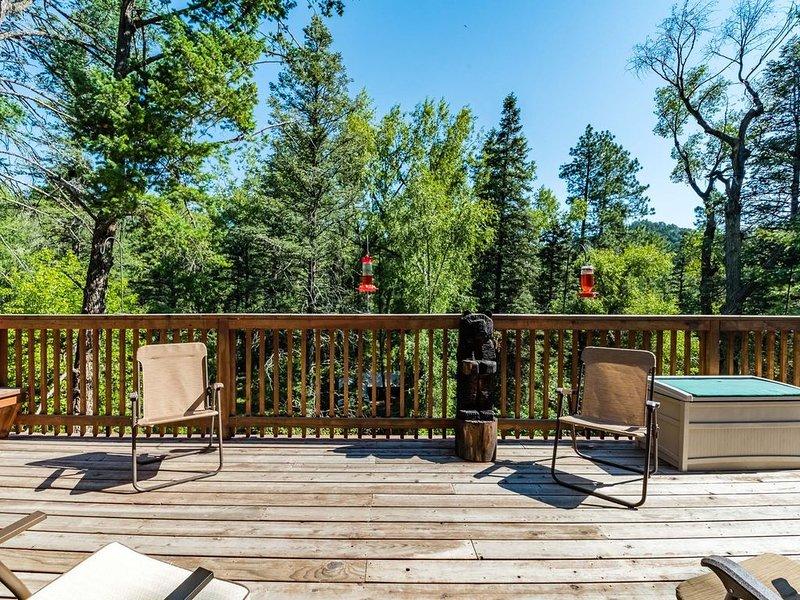 RiverRidge Getaway: 3 Bedroom, 3 bath Upper Canyon Cabin on the River!, location de vacances à Ruidoso