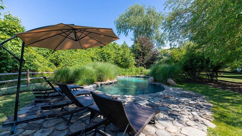 NEW LISTING: LUXURIOUS 2-HOME ESTATE COMPLETELY SECLUDED ON 8 ACRES;..., vacation rental in Shelter Island