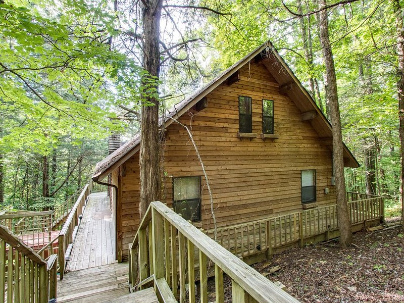 Cute Cabin In The Woods Close to Hurricane Marina - 3B/3B, holiday rental in Silver Point