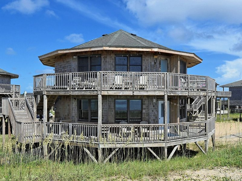 Shore Break Cottage- Steps to Beach- Incredible Views- Community Pool, holiday rental in Hatteras Island