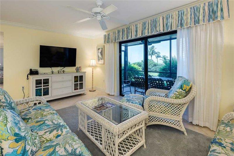 Wonderful Beachfront 3 bedroom, 2 bath at Sanibel Moorings Resort #711, aluguéis de temporada em Sanibel Island