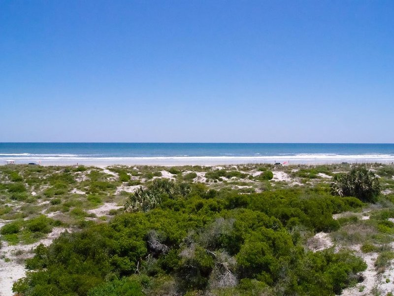 Spacious ocean front condo, perfect for sipping your morning coffee and enjoying, holiday rental in St. Augustine