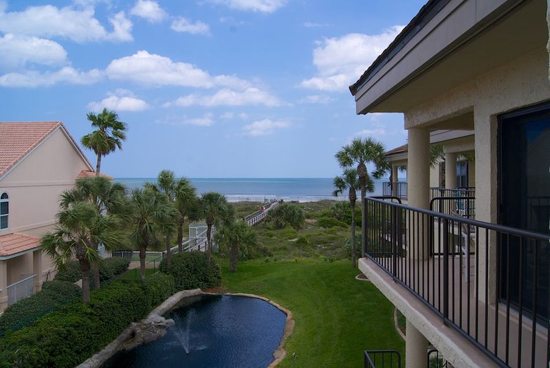 Rest easy in this well appointed Silver-rated peaceful condo with views of the l, vacation rental in Saint Augustine Beach