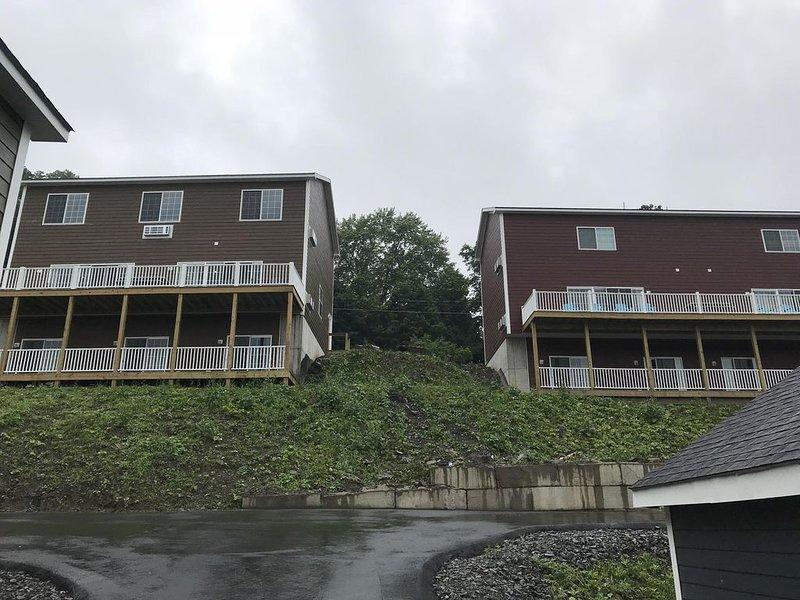 144 Monroe (gauche) Maison à droite également disponible à la location