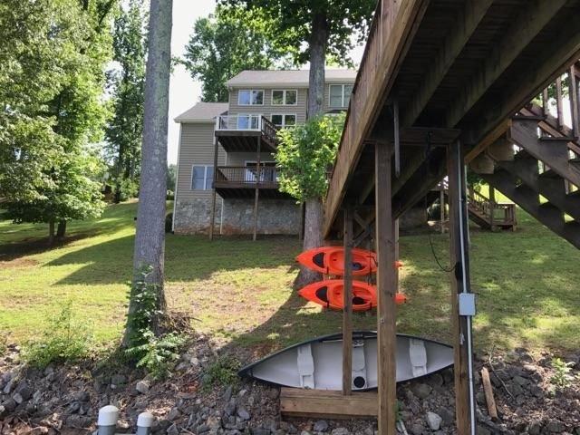 2 kayaks et un canoë pour les invités
