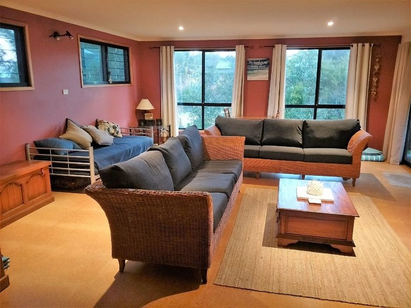 Manyana Retreat is a relaxed beach getaway, holiday rental in Lake Conjola