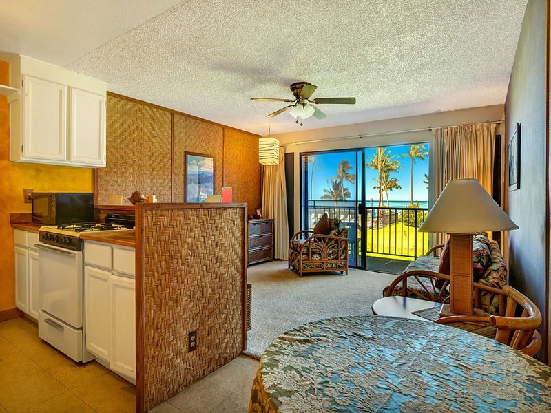 Super Coastal+Garden View! Casual w/Lanai, Kitchen, Cable TV–Molokai Shores 220, Ferienwohnung in Hoolehua