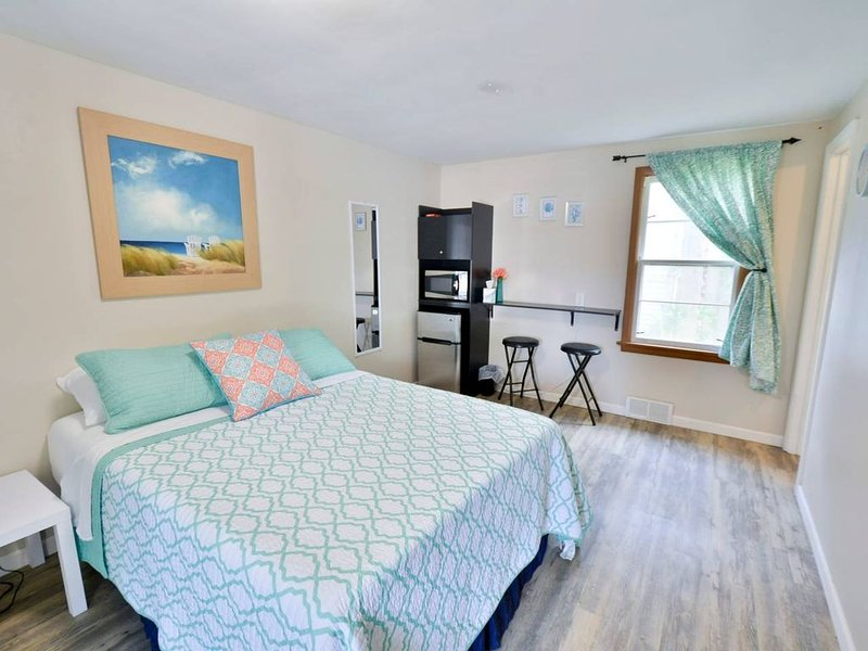 Whitehall Cottages Boutique Motel #10, holiday rental in Twin Lake