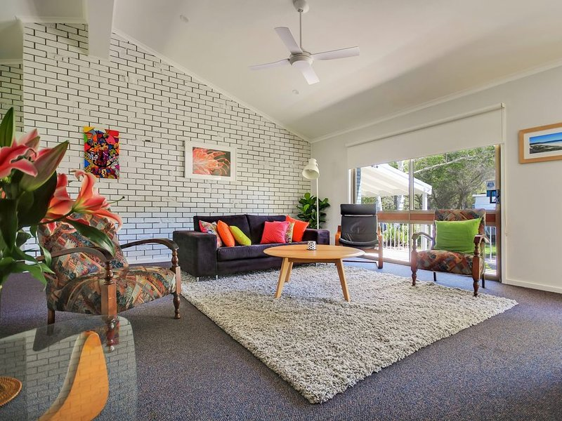 Adrift * 18 Albion Street, Vincentia, holiday rental in Jervis Bay