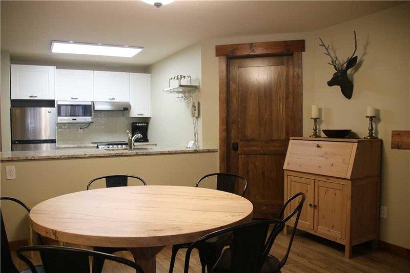 Timberline Lodges - 202 Spruce: 2 BR / 2 BA condo in Fernie, Sleeps 9, holiday rental in Fernie