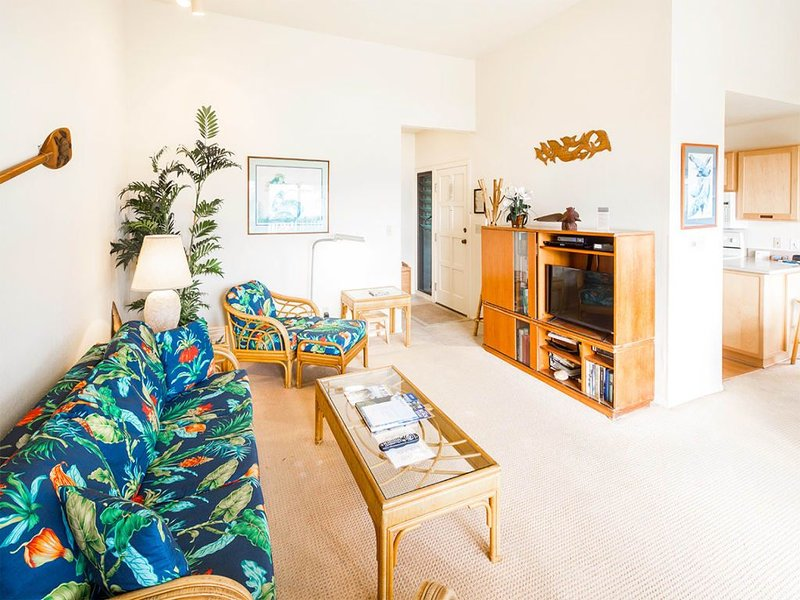 Ocean Edge Bliss w/Island Decor, Kitchen Ease, Lanai, Flat Screen, WiFi–Kaha Lan, holiday rental in Lihue