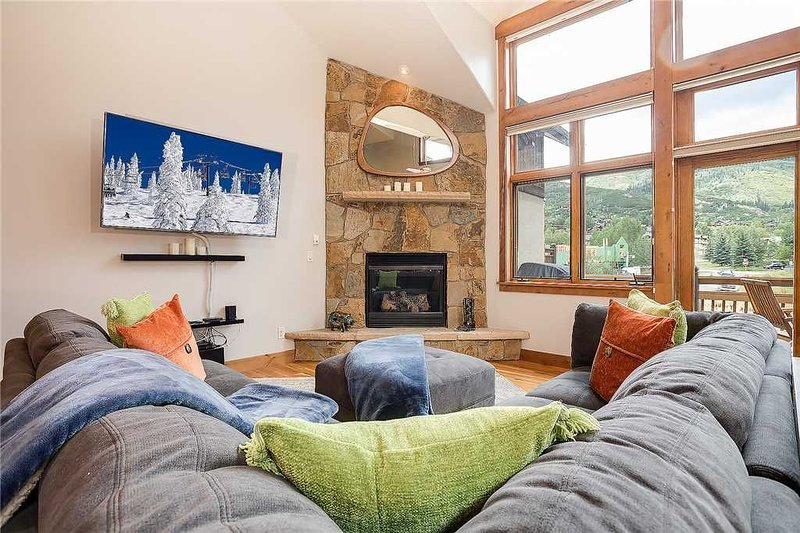 Snowflake Meadows by Pioneer Ridge: Stunning Home ~ Minutes to Base! ~ Private H, vacation rental in Oak Creek
