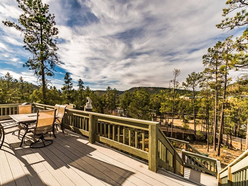 Moon Shadow: Offers Privacy, Incredible Views, AND a Private Hot Tub!, vacation rental in Ruidoso Downs