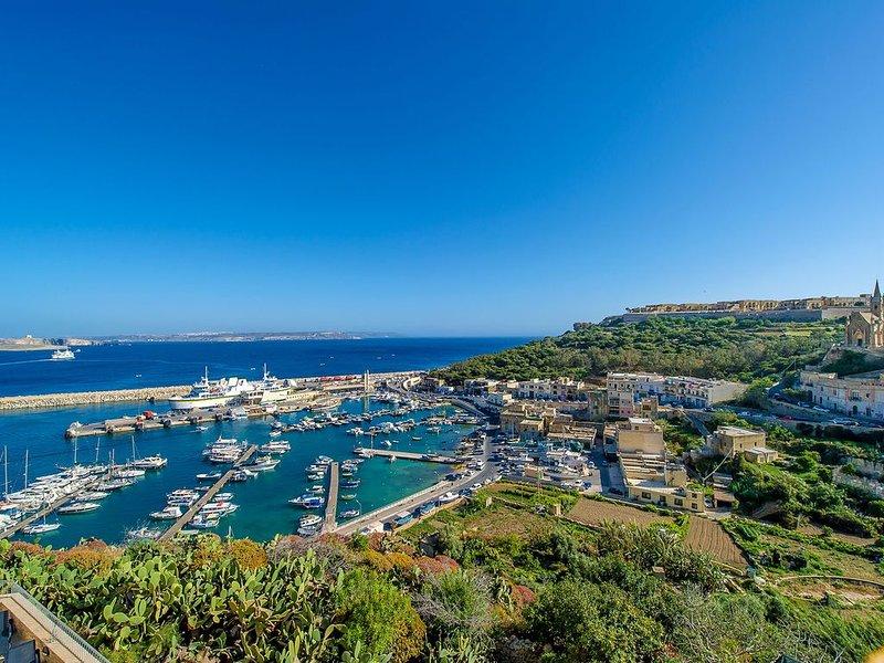 Vista al puerto desde la terraza de la piscina