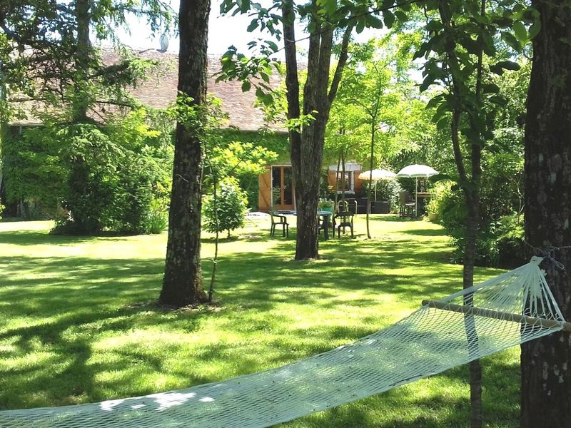 Charming Holiday Home in Charnizay with Private Garden, holiday rental in Charnizay