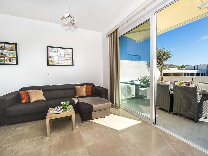The Hillock Penthouse E12, holiday rental in Marsalforn