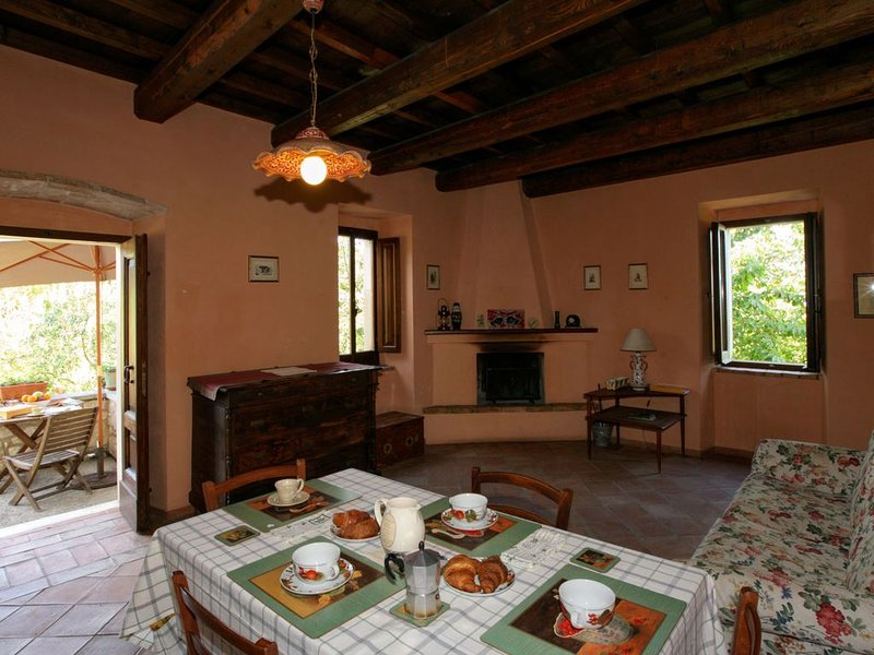Cozy Cottage in Abbateggio with Garden, vacation rental in Bolognano