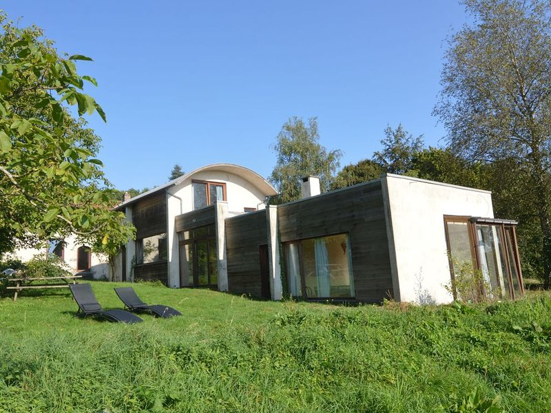 Dreamy Holiday Home with Pool, Garden, Roof Terrace, BBQ, holiday rental in Walloon Brabant