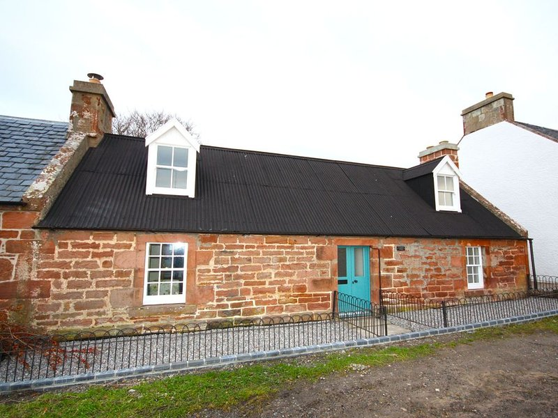 Cosy cottage on the shores of the Cromarty Firth, holiday rental in Evanton