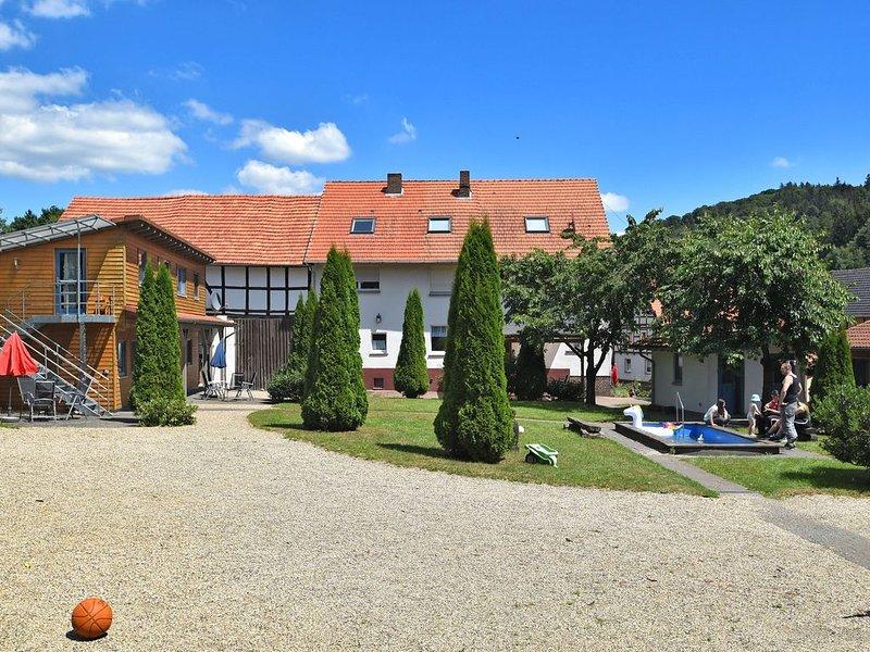 Serene Apartment in Hüddingen with Private Terrace, location de vacances à Gellershausen