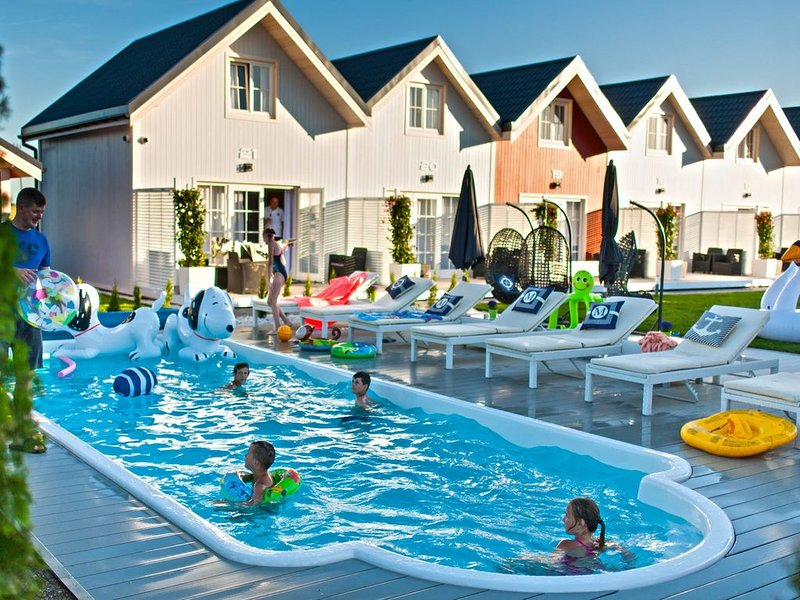 Sunny cottages in Mielno. Large area, swimming pool, playground, animations, holiday rental in Western Poland