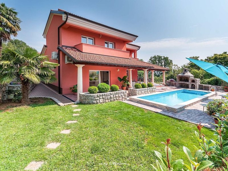 Villa with private pool near the sea and Opatija, holiday rental in Opric