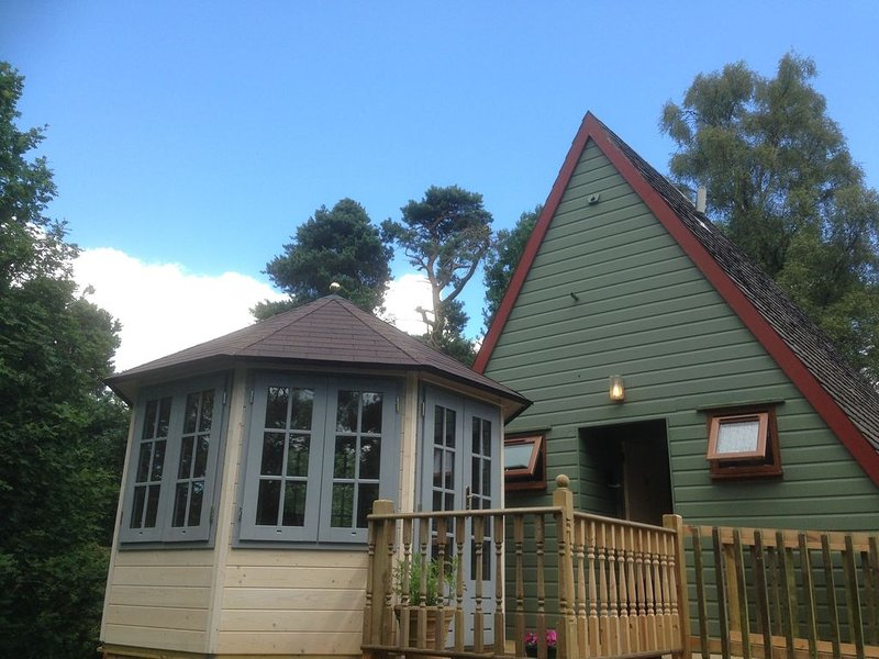 SCARABEN -  a traditional lodge that sleeps 5 guests  in 2 bedrooms, vacation rental in Falkirk